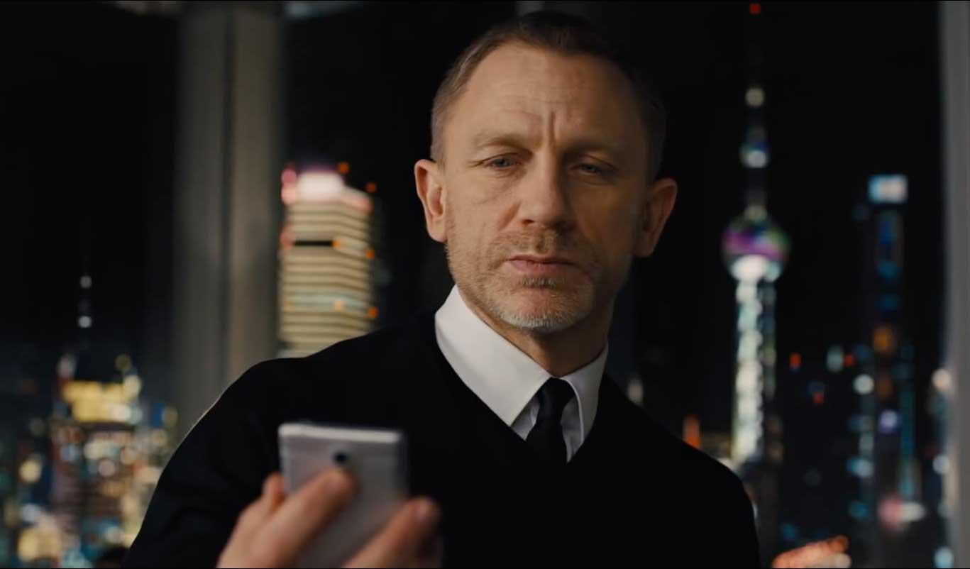 Daniel Craig in skyfall wearing John smedley
