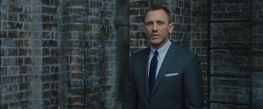 Daniel Craig pocket square in Skyfall