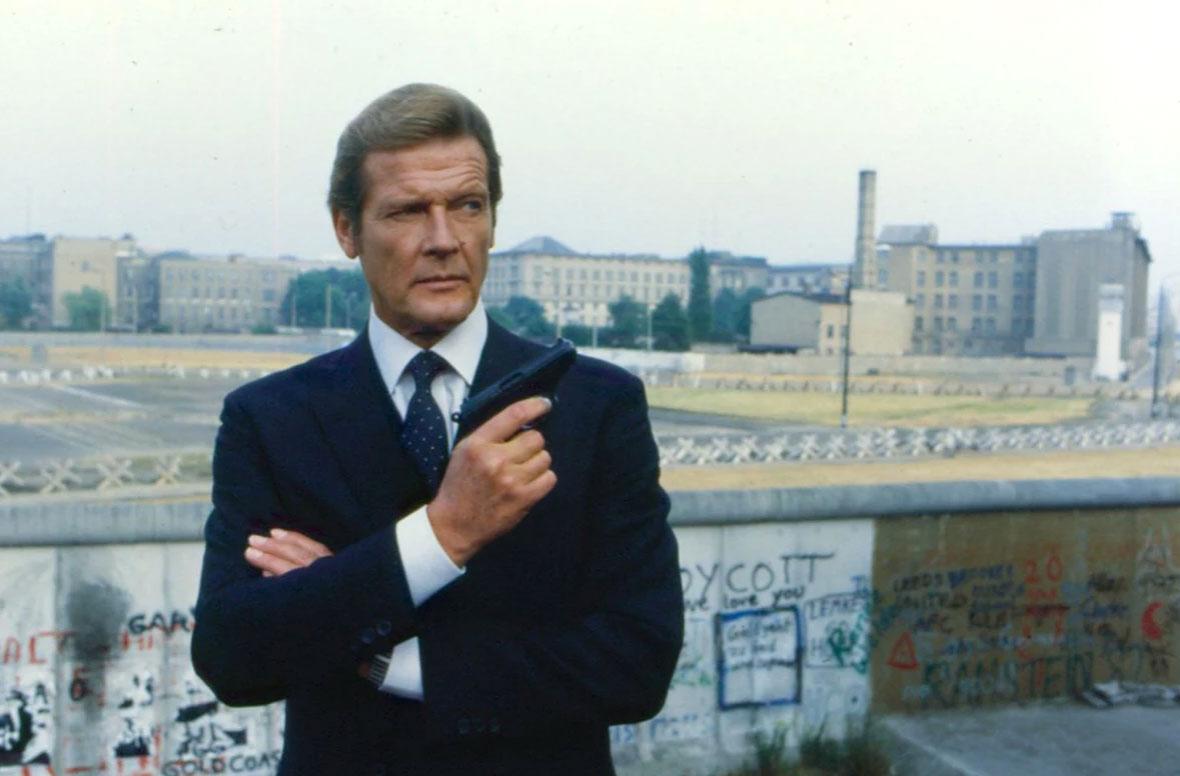 James Bond in Berlin roger moore berlin wall octopussy