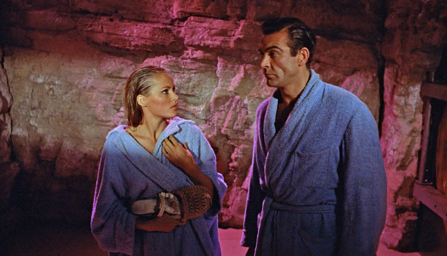 Bond towels dr no