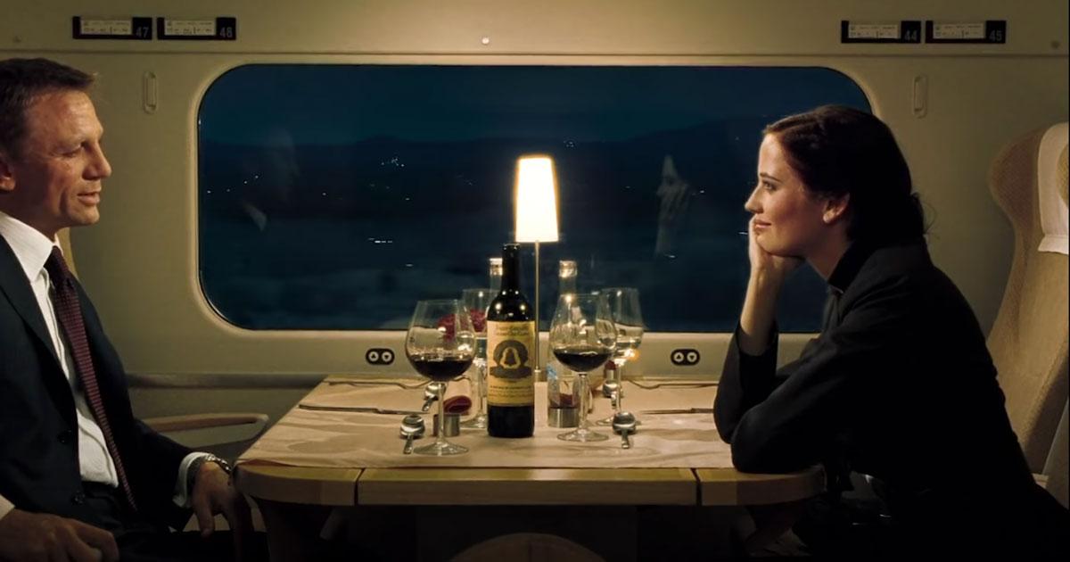 James Bond ties casino Royale train scene
