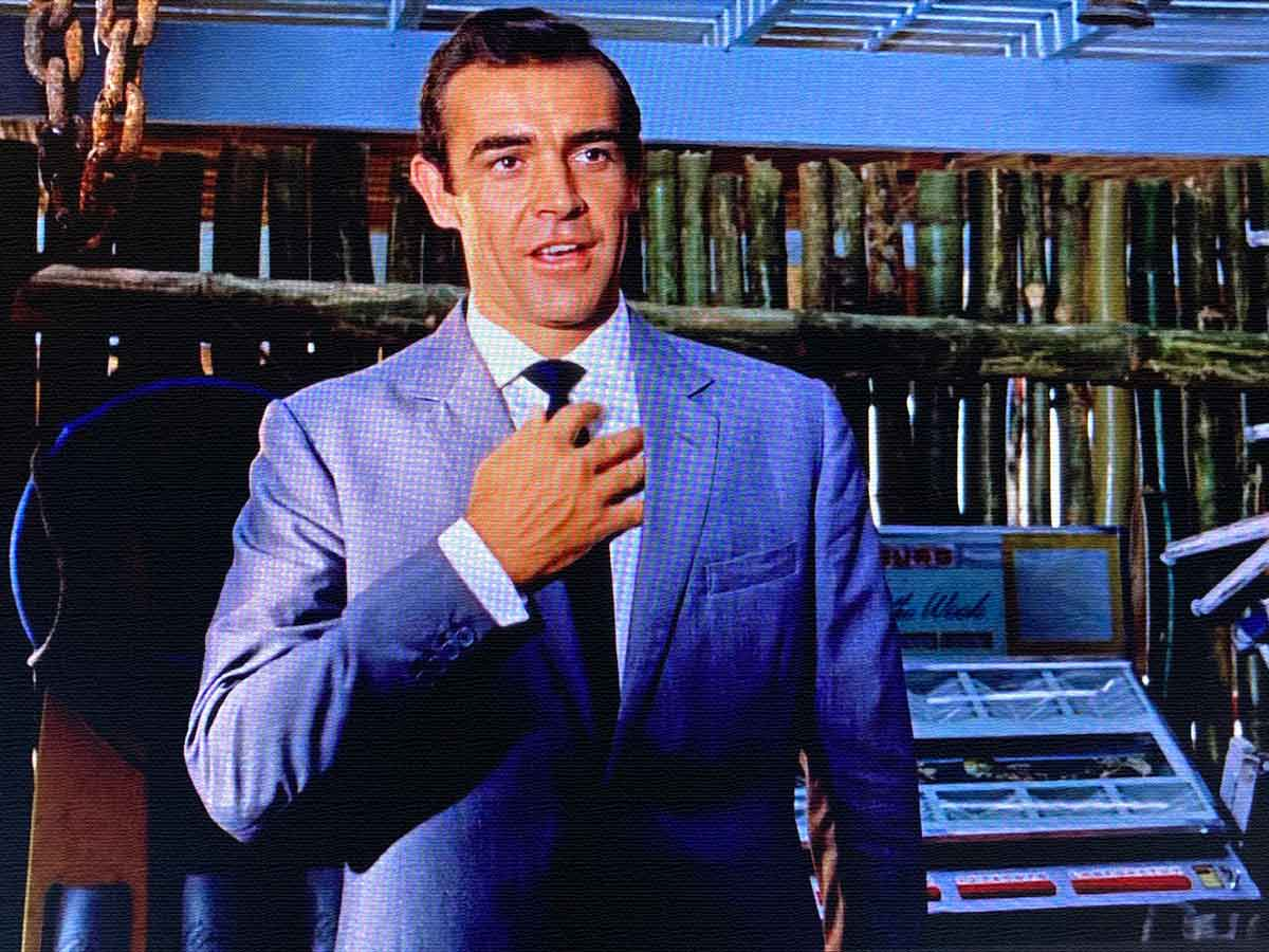 Bond goes for his gun in Dr No