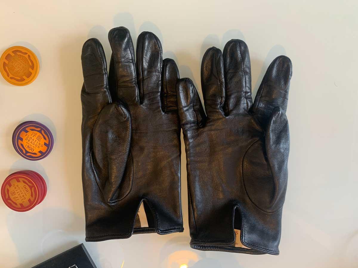Dents gloves flat lay