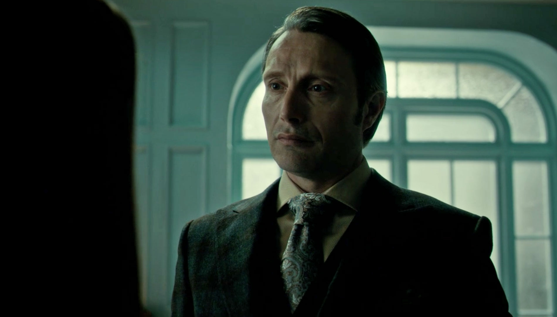 Paisley Silk Tie on Hannibal as he confronts Abigail