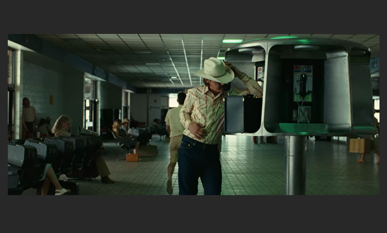 No Country For Old Men Josh Brolin on the phone